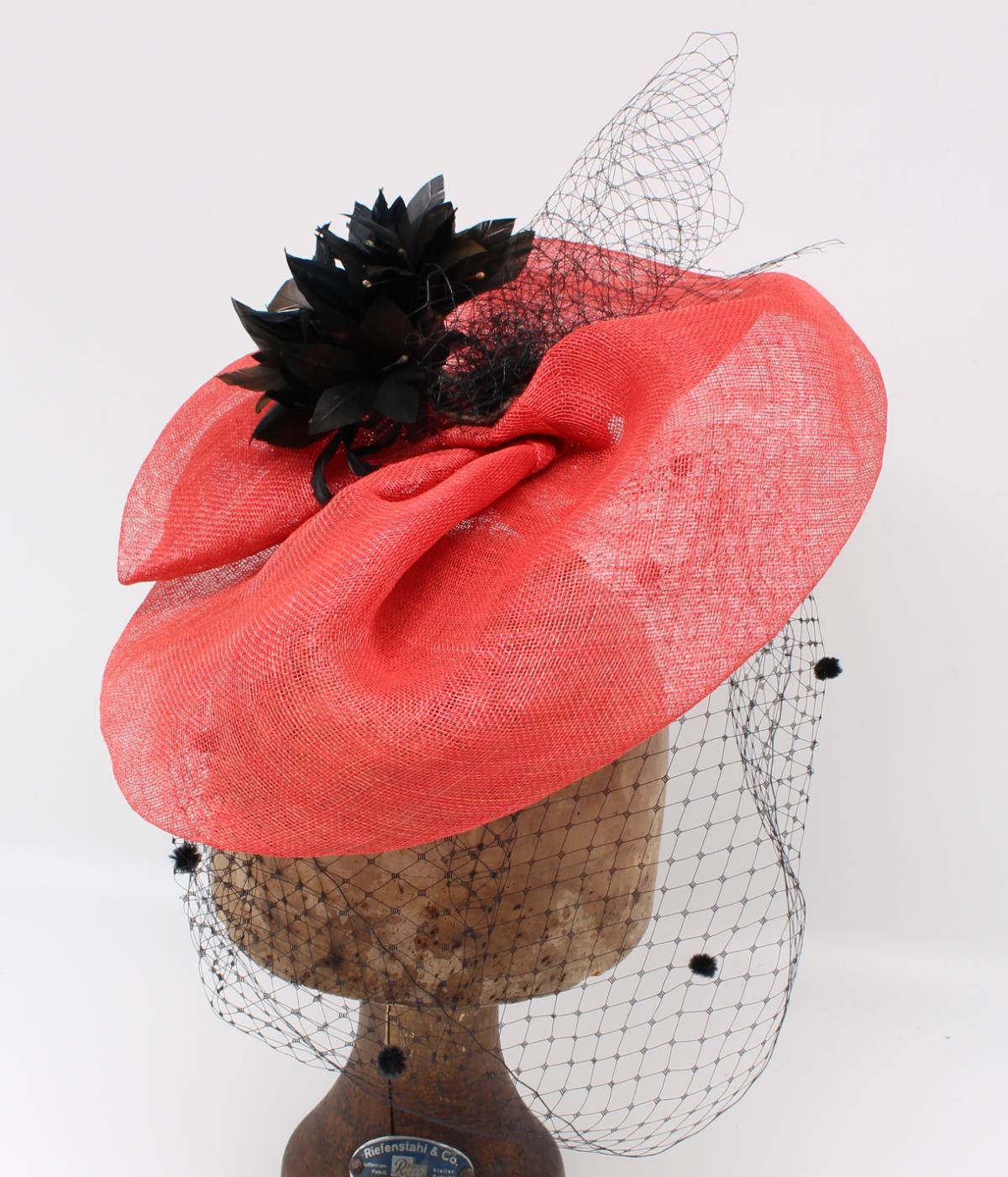 Hüte von Hand Sarah Fascinator